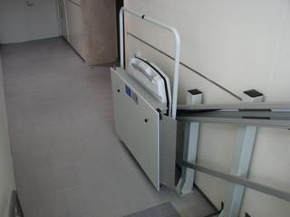 車椅子昇降機2.JPG